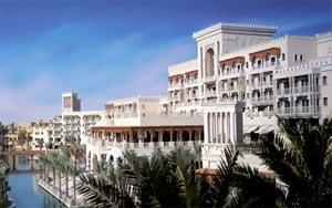 madinat-jumeirah-al-qasr-dubai-facade1